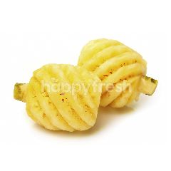 Peeled Super Honey Pineapple